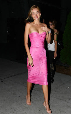 Miranda Kerr Looks So Sexy In Pink Dress