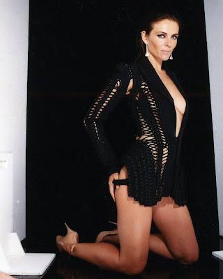 Elizabeth Hurley Sizzling Hot in Glamour Magazine