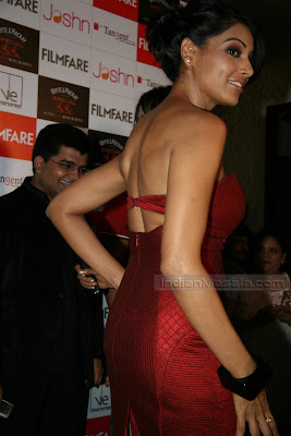 Bipasha Basu Sizzles at Filmfare event