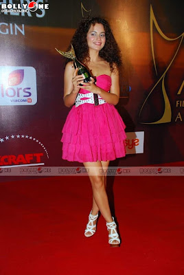 Kangana Ranaut Sizzles at Apsara Awards