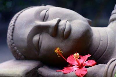 http://2.bp.blogspot.com/_WsigvaSjN2g/TQApvkGBc8I/AAAAAAAABnk/ZzDh3PX6W8I/s1600/buddha-smiling-lying-down.jpg