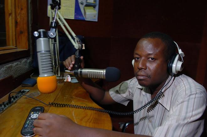 Au Studio de Radio Kontak Inter sur laquelle le 1er reportage sur Perlitz a été diffusé en 2007.
