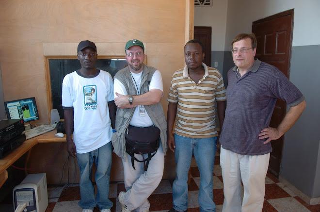 D.J. Mathieu, Christian Abraham, Cyrus Sibert et Mayko Michael au local de Radio Souvenir FM