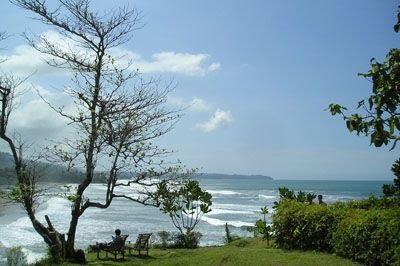 Pantai Karang Nini paduan hutan dan pantai