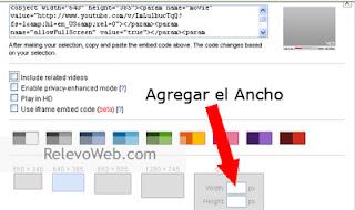 Usuario configurando el código de un video para agregarlo al blog