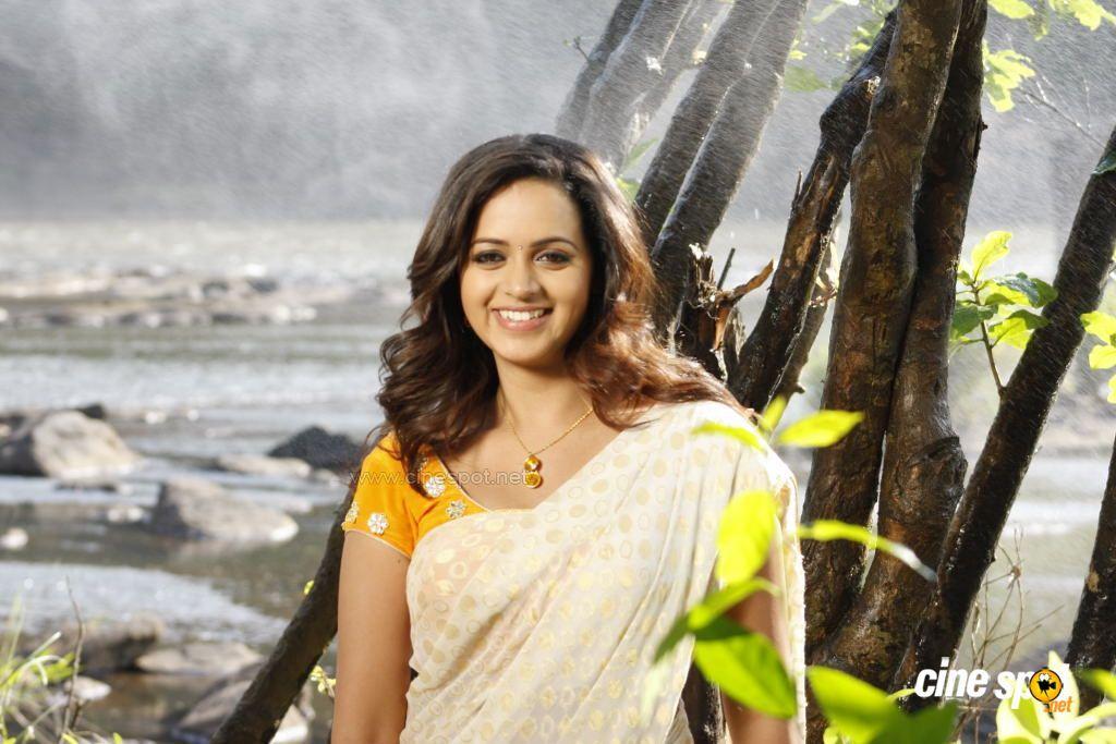 HOT CELEBRITY PICTURES: BHAVANA HOT MALLU