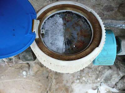 contatore acqua incrinato