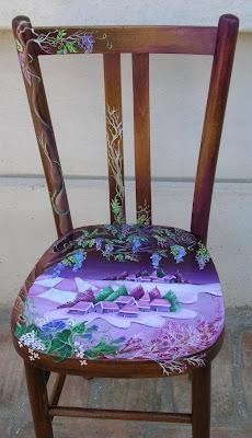 sedia di legno, un pò vecchiotta, ha un nuovo look adesso. Il legno ...