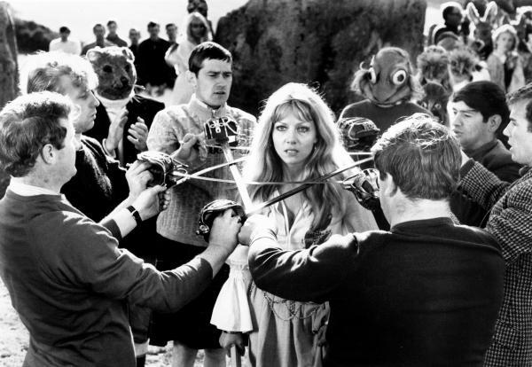 http://2.bp.blogspot.com/_WznPFK6eSjM/TO3XmRTFzeI/AAAAAAAADY4/dHJuXwhqcNM/s1600/wicker-man-actress-dies.jpg