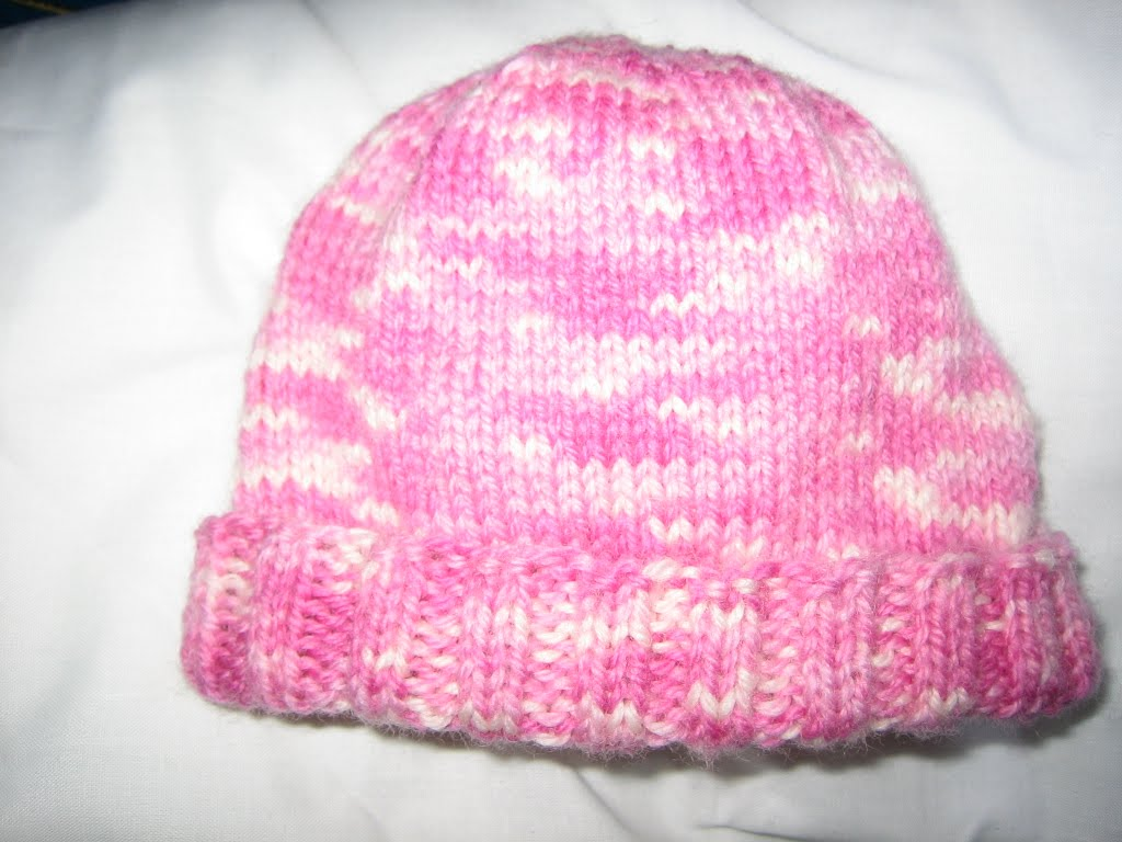 Knitting Pattern Hat Straight Needles Free : Notes from the Slow Lane: Hannahs baby hat