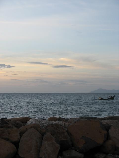 Baca semua posting kami sambil duduk di tepi pantai ini,,(^_^)