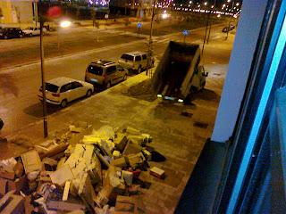 camion tras descargar basura
