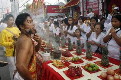 20piercing gaben DW W 676951g Extreme Piercing   Phuket Vegetarian Festival...