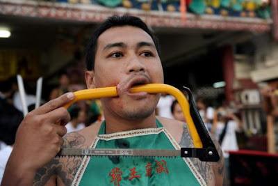 6piercing saw DW Wir 676933g Extreme Piercing   Phuket Vegetarian Festival...