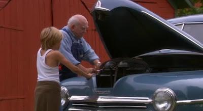 скриншот фильма Провинция. Дедуша с внуком.