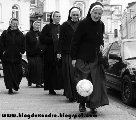 http://2.bp.blogspot.com/_X643PcxIPVk/S-mlXw5TsSI/AAAAAAAAnFQ/vtpLHGAy-Dc/s1600/Futebol+das+Freiras.bmp