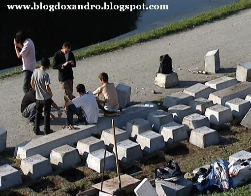 http://2.bp.blogspot.com/_X643PcxIPVk/Sw4L9PN1EHI/AAAAAAAAegA/nG3U0i2H0hg/s1600/Jardim+no+Pa%C3%ADs+da+Inform%C3%A1tica.jpg