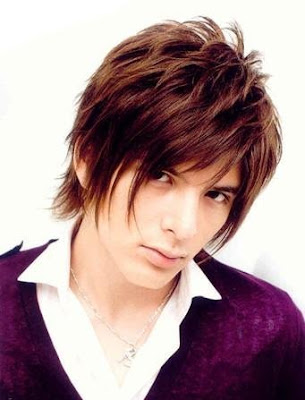 Japanese hairstyle from Shirota Yuu Yuu Shirota with a textured haircut.