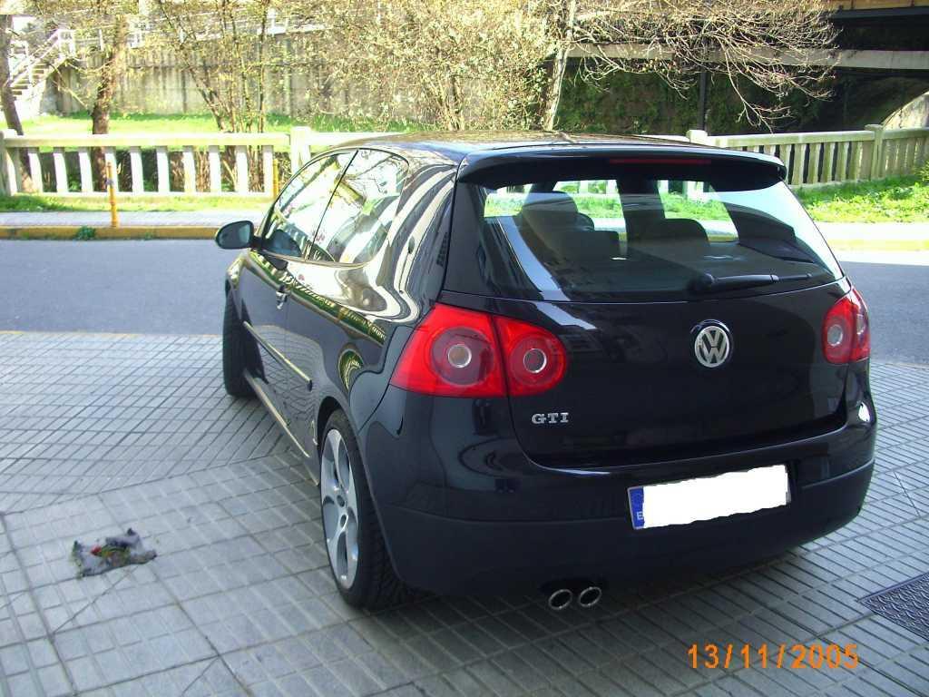 Como eliminar las molestas manchas de aceite del coche que for Pisos ceramicos para garage