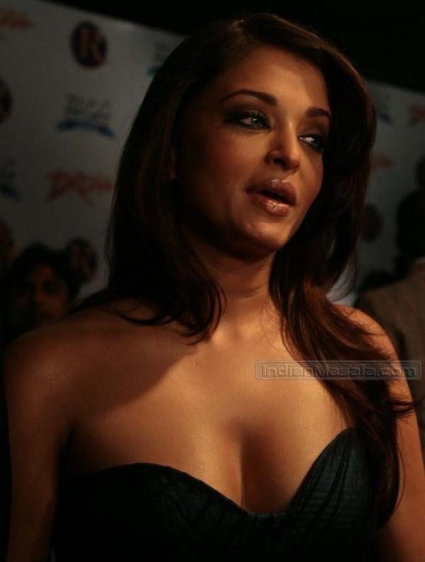 Aishwarya rai hot boob show