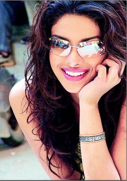 priyanka chopra wallpapers. Bollywood hot priyanka chopra