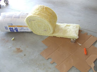 picture of fiberglass R19 unfaced insulation