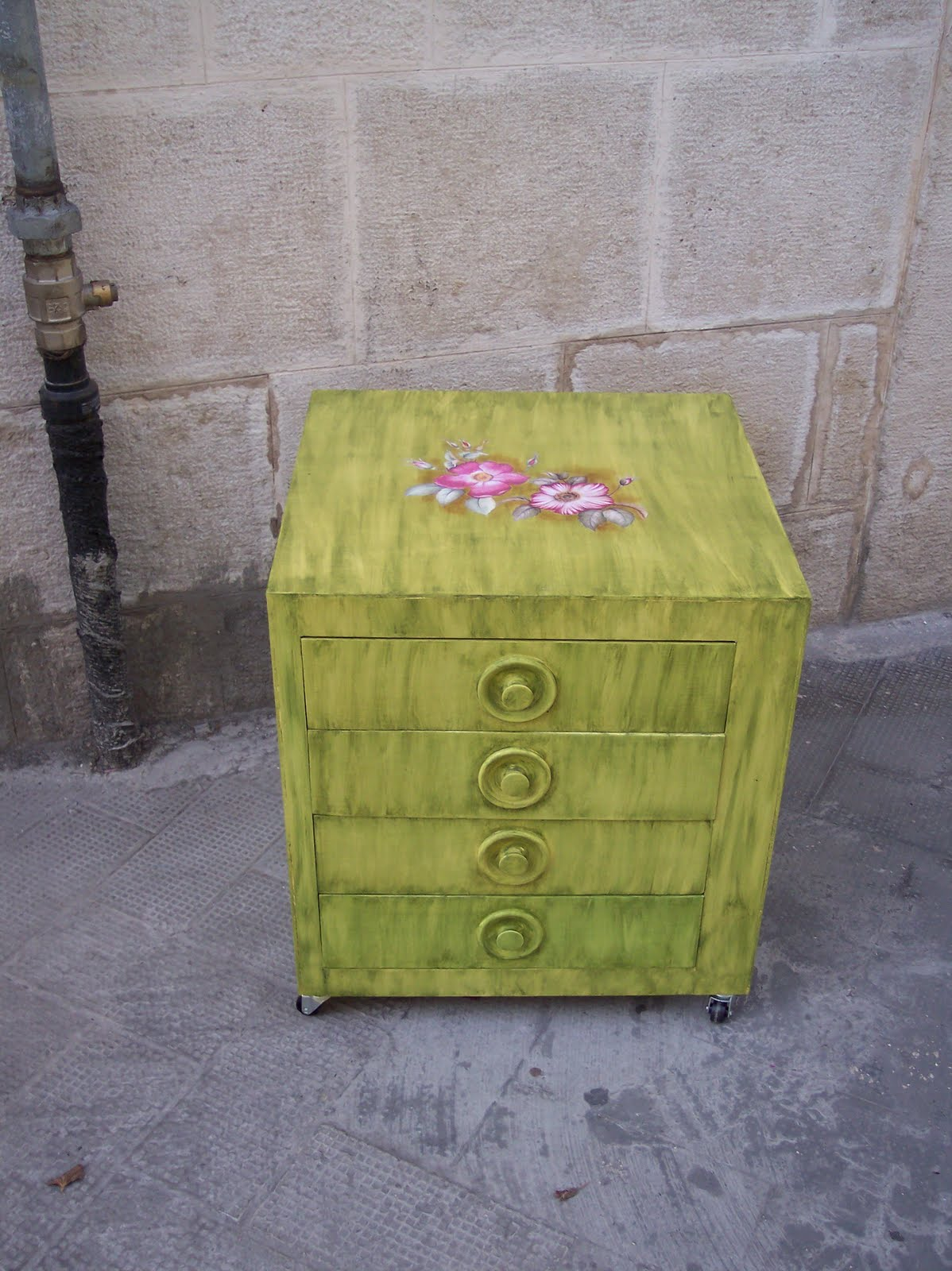 Il baule di un'artista: Rinnovo di mobili in laminato e fioriera ...