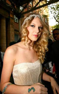 Taylor Swift in Shoshanna Prom Dress