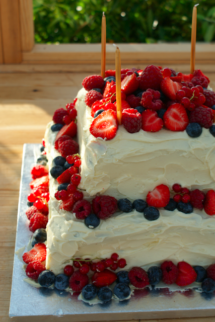 Cake With Fruit Layers : Poires au Chocolat: Summer Fruit and White Chocolate Layer ...