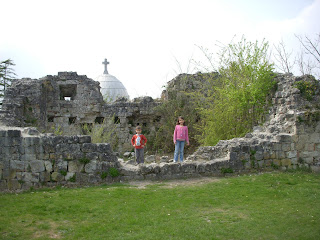Children on the ruins of Richard Lionheart's castle