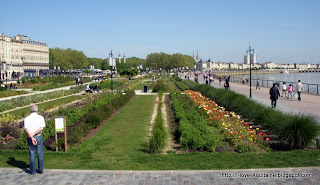 The gardens by the quays in Bordeaux