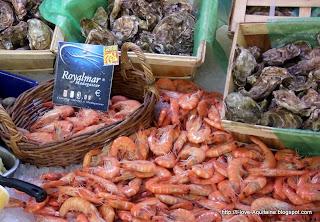 Shrimps on the Marché des quais in Bordeaux