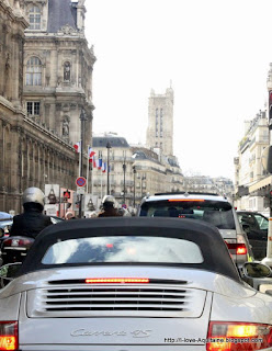Porsche on rue Rivoli