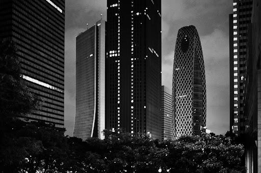 sompo japan building, Tokyo Shinjuku skyscraper district night, urban landscape night, metropolitan landscape, nishi shinjuku,モード学園コクーンタワー cocoon tower tokyo, 西新宿、損保ジャパン本社ビル