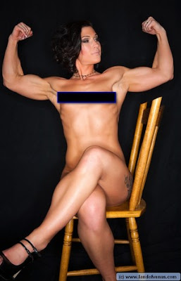 Sexy muscle girls just put up a great video of her flexing naked.
