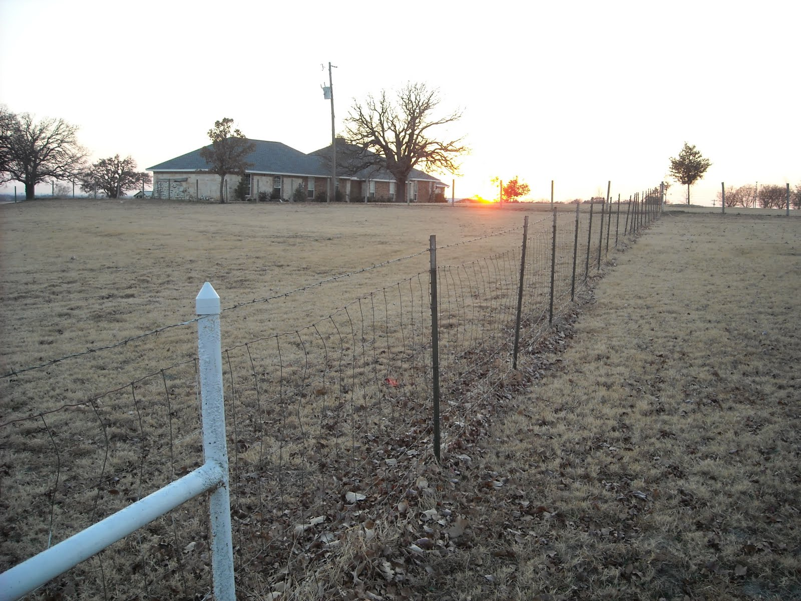 Stretching Barbed Wire Fence On Pipe - WIRE Center •