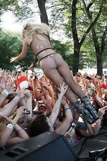 Lady-gaga-2011-hot-seksi-ciuman