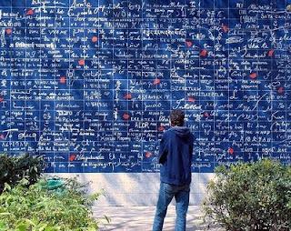 http://2.bp.blogspot.com/_XJpefzgJrLU/TB4iehe_mWI/AAAAAAAAAJM/4kA1e6sfz9s/s320/love+wall.jpg