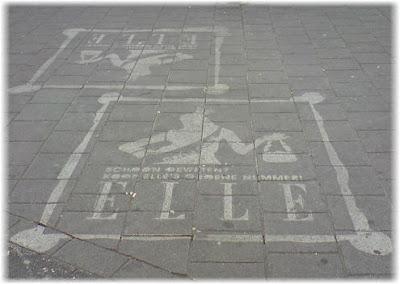 Elle Graffiti Ad