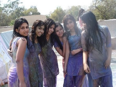 indian girls wallpapers. Indian Girls Playing Holi: