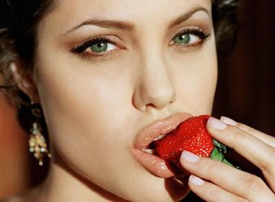 http://2.bp.blogspot.com/_XOe_7SOMZmg/TTOfuemzrNI/AAAAAAAAAMU/gc1Rpbysp5g/s1600/angelina-jolie2.jpg