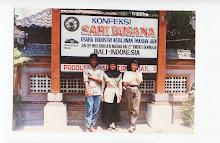 Berpose di Denpasar