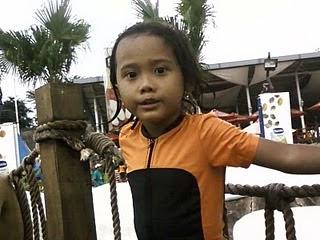 Anyndhia berenang Snowbay Taman Mini