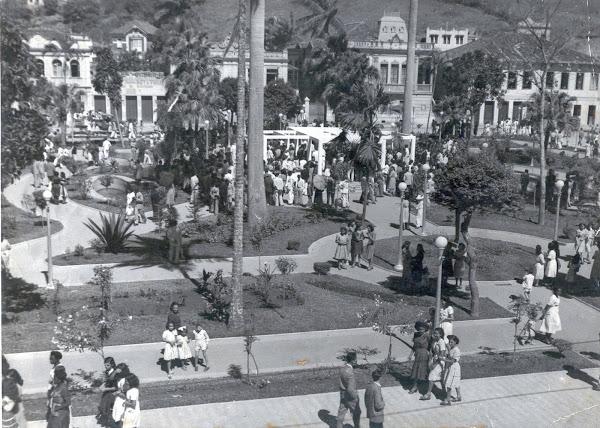 Jardim da praça principal na década de 1940