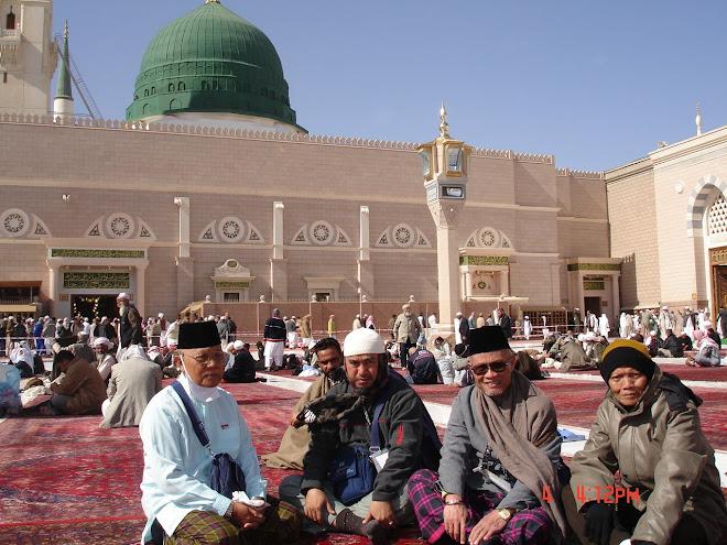 Di Masjid Nabawi