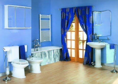 Baños Modernos Azules:En el primer caso , el piso tiene piso de parquét color claro