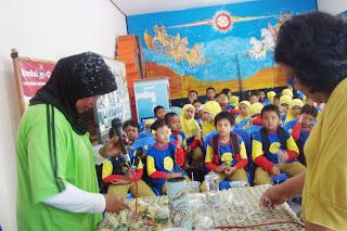 Beraktifitas Keliling Kampung Anak Dikumpulkan Kembali Aula