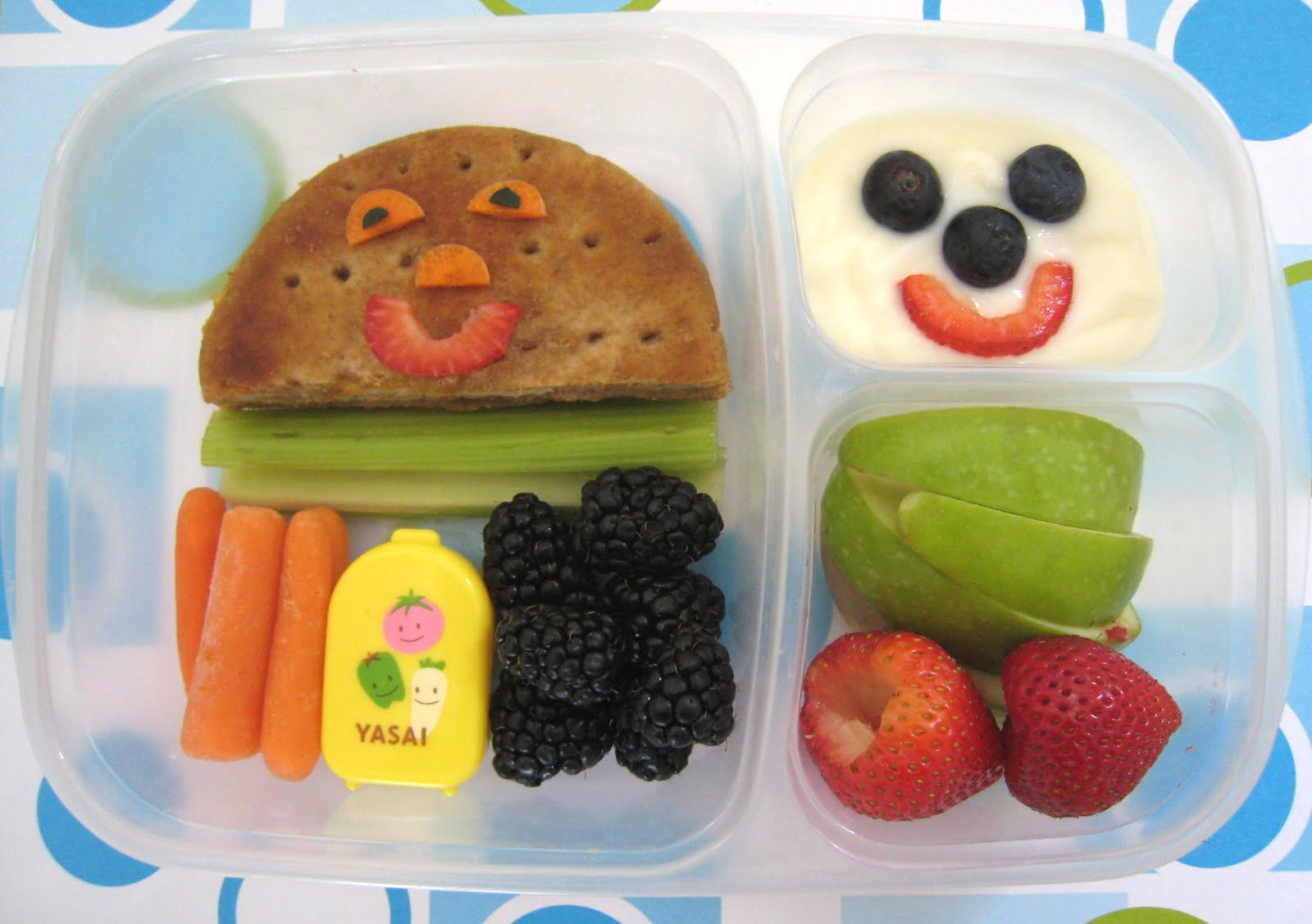 what 39 s for school lunch usa school lunch fruity bento. Black Bedroom Furniture Sets. Home Design Ideas