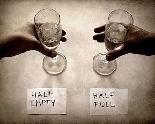 vaso medio lleno vacio