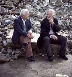 Viejo feliz conversacion vida